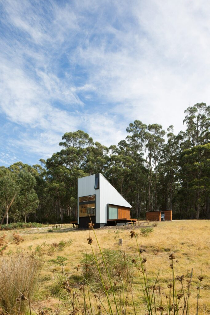Modern 301 ft² / 28 m² off-grid tiny house build in the forest with the bath outside